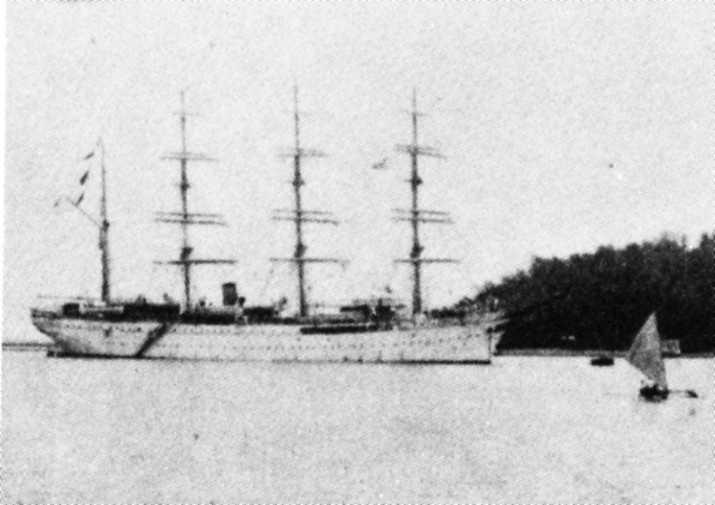 帆船日本丸:ポナペ停泊中の日本丸