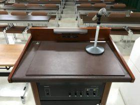 司会台(レクチャーアンプ)とワイヤレスマイク
