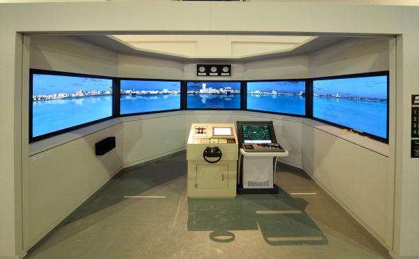 横浜港操船シミュレーター