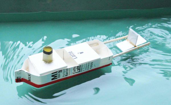 牛乳パックの船